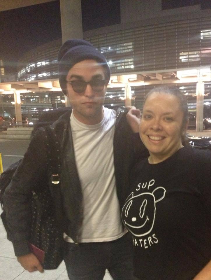 Novas fotos de Robert com fãs chegando a Toronto