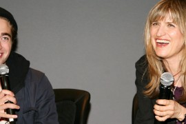 "NEW YORK - NOVEMBER 03:  (L-R) Actor Robert Pattinson and director Catherine Hardwicke promotes ""Twilight"" at the Apple Store in Soho on November 3, 2008 in New York City.  (Photo by Astrid Stawiarz/Getty Images)"