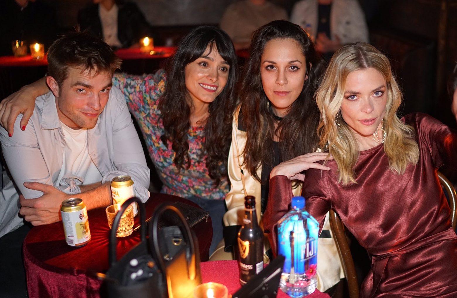 Fotos: Robert Pattinson na festa de aniversário de Jaime King em Los Angeles